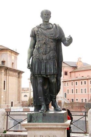 800px-Julius_Caesar_Via_dei_Fori_Imperiali_2